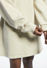 Reebok Classic - REEBOK CLASSICS NATURAL DYE OVERSIZE CREW DRESS - Jersey dress - beige - 4