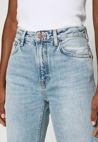 Nudie Jeans - BREEZY BRITT - Relaxed fit jeans - light desert - 4