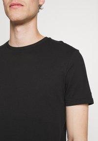 Pier One - 5 PACK - Basic T-shirt - black/white - 6