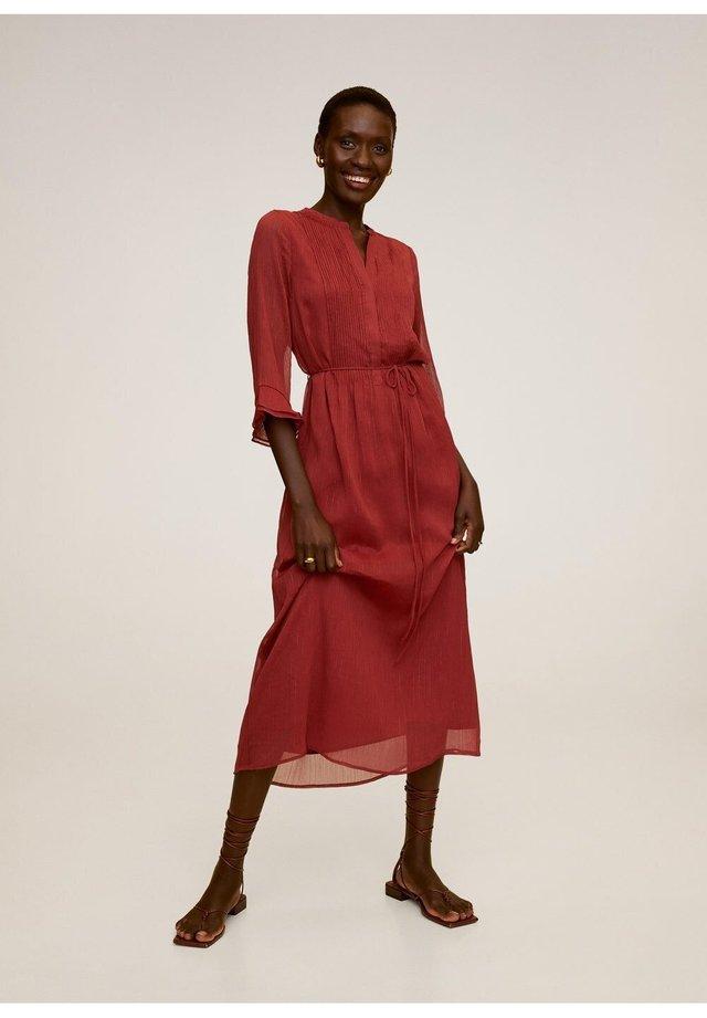 RYAN-A - Korte jurk - rotbraun