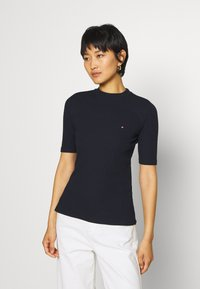 Tommy Hilfiger - CHARLIE SLIM HIGH - Basic T-shirt - desert sky - 0