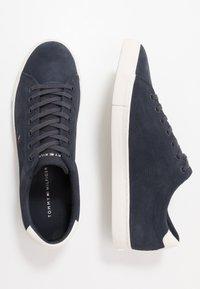 Tommy Hilfiger - SEASONAL - Sneakersy niskie - blue - 1