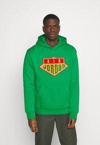 Jordan - HOODIE - Sweatshirt - lucky green/track red - 1