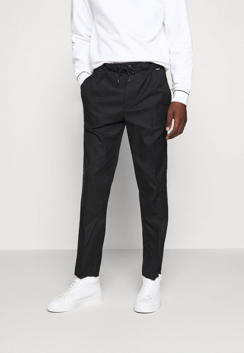 Calvin Klein - TAPERED ELASTIC DRAWSTRING PANT - Trousers - black