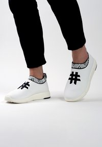 Rens Original - WATERPROOF COFFEE SNEAKERS - Sneakers laag - rebel white - 0