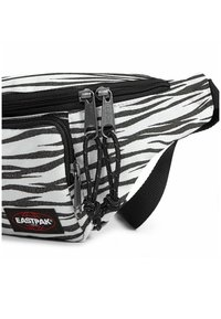 Eastpak - PAGE - Bum bag - animal shine lines - 3