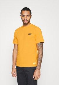 Caterpillar - SMALL LOGO TSHIRT - T-shirt basic - yellow - 0