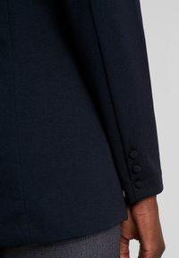 Freequent - Short coat - salute - 3