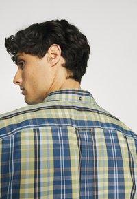 Ben Sherman - POP TARTAN CHECK - Overhemd - mood indigo - 5