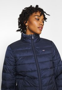 Tommy Jeans - QUILTED ZIP THROUGH - Jas - twilight navy - 3