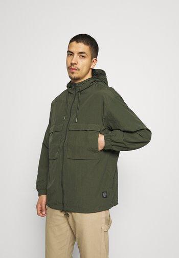 OVERSIZED ANORAK - Summer jacket - army