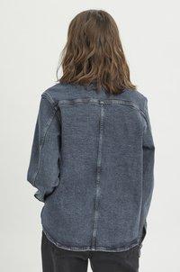 My Essential Wardrobe - Button-down blouse - medium blue retro wash - 2