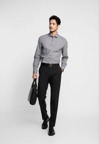 OLYMP - OLYMP LEVEL 5 BODY FIT  - Formal shirt - black - 1