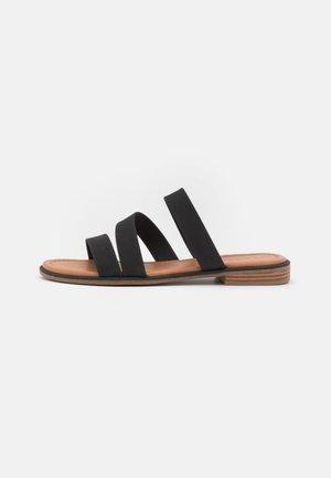 MOA - Pantofle - black