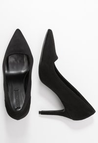 Lost Ink - COURT WITH BACK COUNTER DETAIL - High heels - black - 3