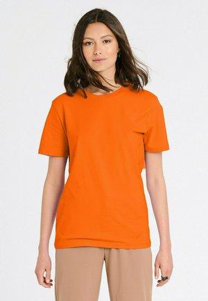 ESSENTIAL  - T-shirt basic - pumpkin orange