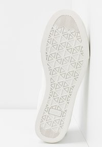 ONLY SHOES - ONLSKYE CROC TOE CAP - Sneakers basse - white - 6