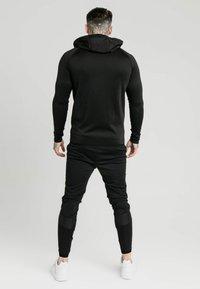 SIKSILK - CREASED ZIP THROUGH HOODIE - Sweat à capuche zippé - black - 2