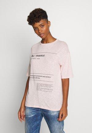 ELLISON GRAPHIC TEE - Print T-shirt - peach whip