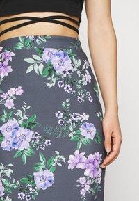 WAL G. - LANCE FLORAL MIDI SKIRT - Pencil skirt - purple - 4