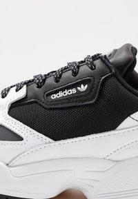 adidas Originals - FALCON TRAIL - Joggesko - core black/footwear white - 3