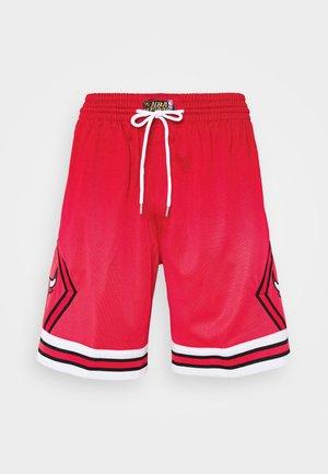 NBA CHICAGO BULLS NBA OLD ENGLISH FADED SWINGMAN - Short de sport - red