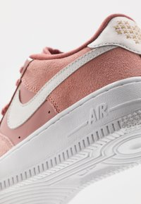 Nike Sportswear - AIR FORCE 1 LV8 V DAY - Trainers - pink quartz/white/canyon pink/metallic gold - 2