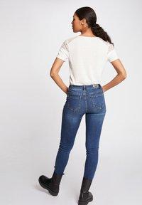 Morgan - DIETER - Basic T-shirt - off-white - 2