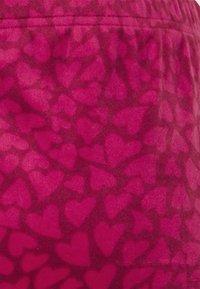 Hunkemöller - SHORT SCALLOP HEARTS - Pyžamový spodní díl - rumba red - 4