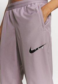 Nike Performance - RUN PANT - Joggebukse - purple smoke/light violet/black - 4