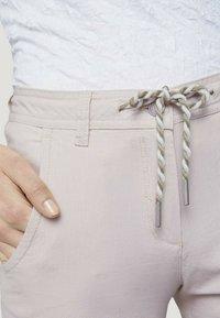 TOM TAILOR - Shorts - beige thin stripe - 3