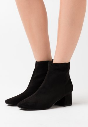 SABINA - Korte laarzen - black