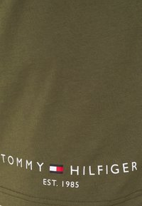 Tommy Hilfiger - LOGO TEE - Print T-shirt - putting green - 2