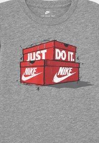 Nike Sportswear - AIR MAX BOXES - Long sleeved top - dark grey heather - 2