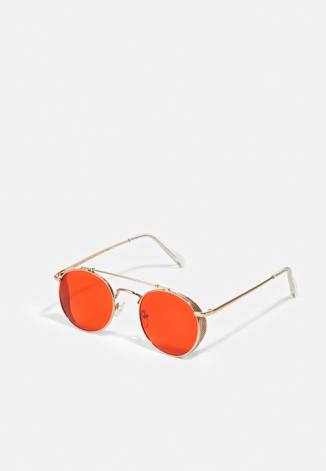 SUNGLASSES CHIOS UNISEX - Zonnebril - gold-coloured/red