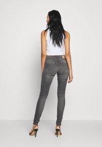 G-Star - LYNN MID SKINNY - Jeans Skinny Fit - slander grey superstretch - 2
