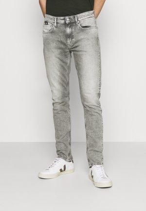 SLIM TAPER - Slim fit jeans - denim grey