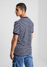 Le Fix - STRIPE TEE - T-shirt imprimé - navy / white - 2