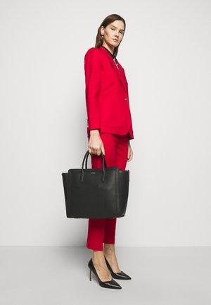 CLASSIC PEBBLE TYLER - Shopping bag - black
