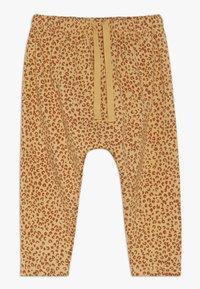 Soft Gallery - HAILEY PANTS LEO SPOT - Spodnie materiałowe - taffy - 0