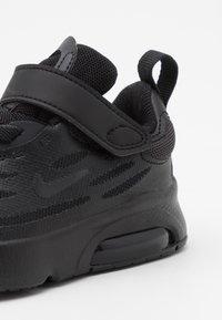 Nike Sportswear - AIR MAX EXOSENSE - Sneakers laag - black/off noir - 5