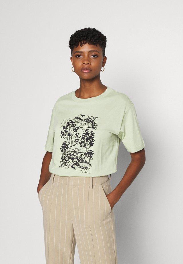 TOVI TEE - Print T-shirt - green