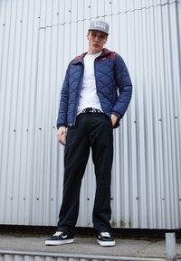 Vans - MN WOODCREST II - Winter jacket - dress blues-port royale - 3