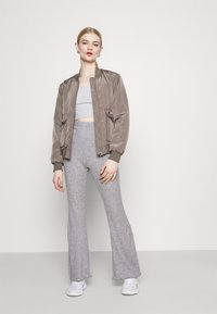 American Eagle - LOUNGE FLARE PANT - Tracksuit bottoms - gray - 1