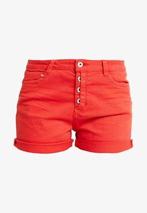 CAJSA - Jeansshorts - brilliant red