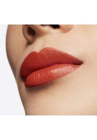MAC - LOVE ME LIQUID LIPCOLOUR - Liquid lipstick - my lips are insured - 2