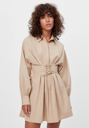 POPELIN  - Denní šaty - brown