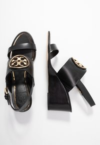 Tory Burch - METAL MILLER WEDGE - Sandály na klínu - perfect black/gold - 3