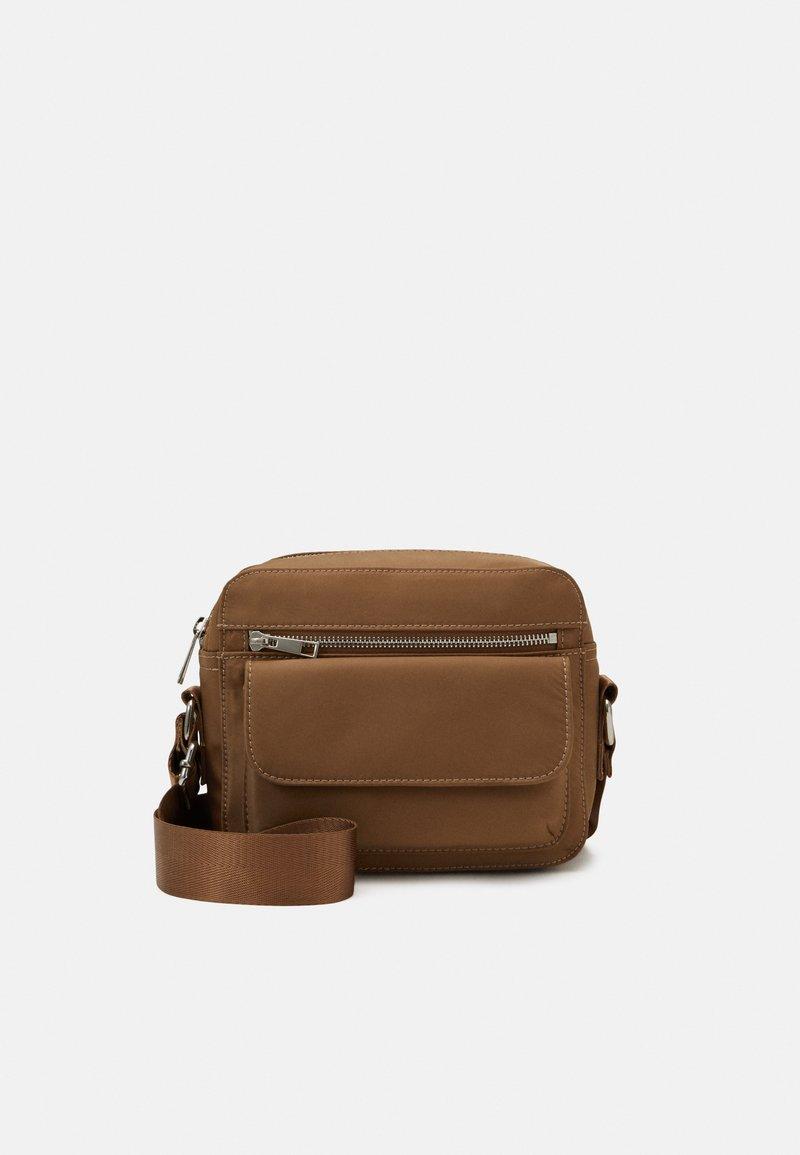 HVISK - HALLI - Across body bag - mushroom