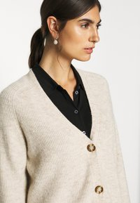Marc O'Polo - CARDIGAN LONGSLEEVE SADDLE SHOULDER BUTTON CLOSURE - Cardigan - sandy melange - 3